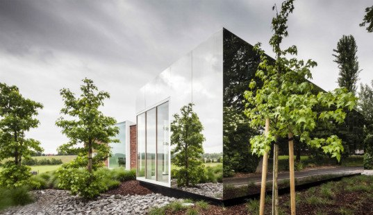 green design, eco design, sustainable design, Horebeke Belgium, mirrored facade, Atelier Vens Vanbelle, architectural addition