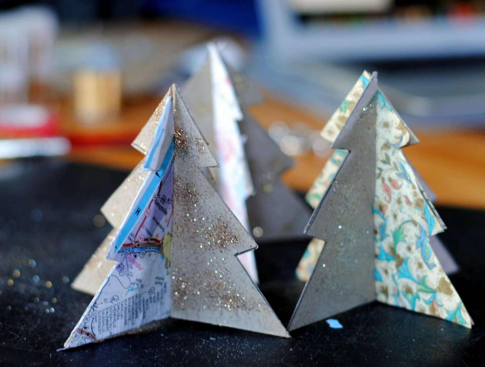 How to make christmas decorations out of recycled paper for How to make recycled paper crafts