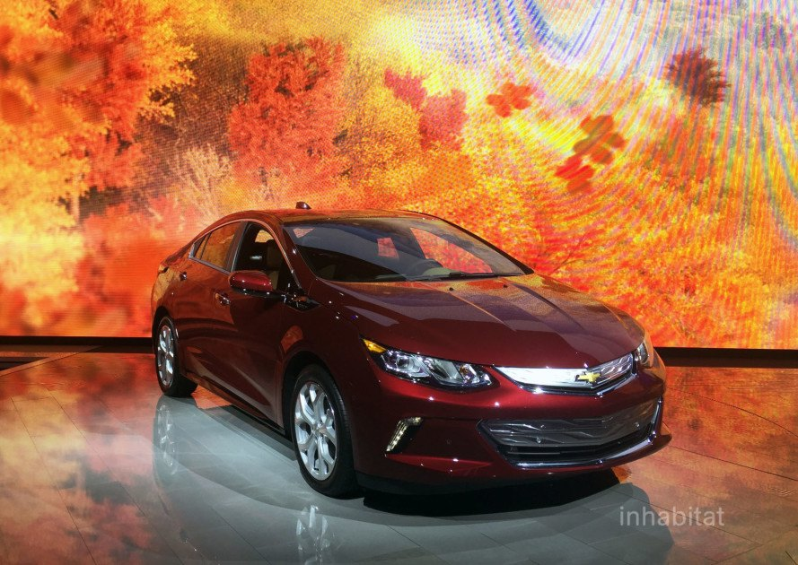 2016 Chevy Volt wins 'Green Car of the Year' at the Los Angeles Auto Show