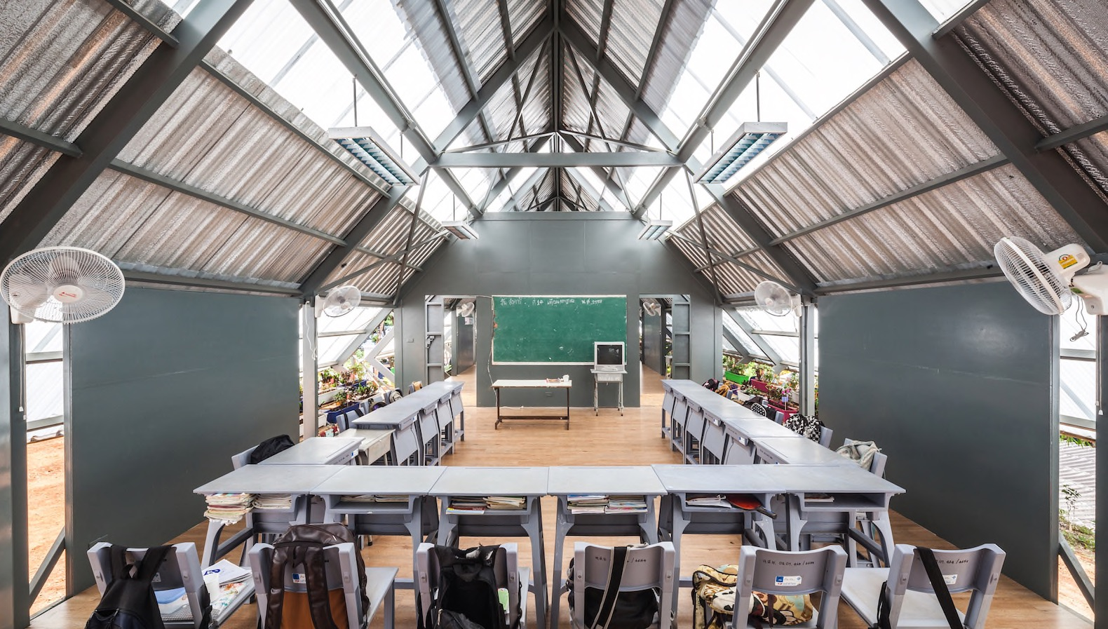 Handsome earthquake resistant school uses natural cooling for Thailand architecture