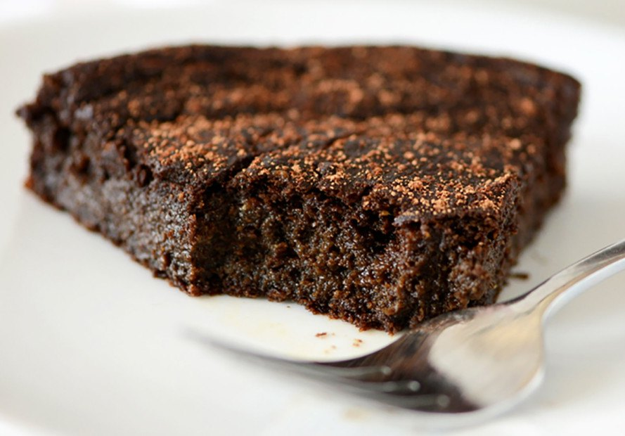 gluten-free chocolate cake, flourless chocolate cake recipe, avocado chocolate cake recipe, vegan desserts, gluten-free desserts, desserts without refined-sugar, sugar-free desserts, vegan holiday desserts, healthy desserts, paleo desserts, vegetarian desserts, naturally sweetened desserts, naturally-sweetened desserts
