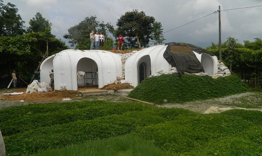 Hobbit Homes a green-roofed hobbit home anyone can build in just 3 days green