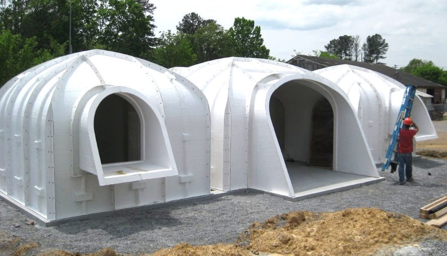 a green roofed hobbit home anyone can build in just 3 days