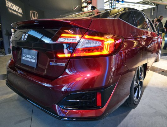 honda 39 s clarity fuel cell vehicle to hit the streets of california next year inhabitat green. Black Bedroom Furniture Sets. Home Design Ideas
