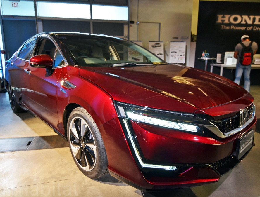 Honda S Clarity Fuel Cell Vehicle To Hit The Streets Of California Next Year