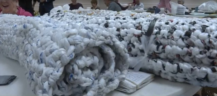 plastic bags, plastic mats, plastic bag mats, homeless, crafts for homeless, compassion, social responsibility, homeless volunteer, homeless support, faith westwood united methodist church, marilynn jones