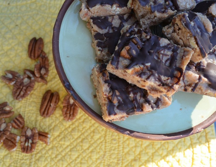 Pecan bars, no bake pecan bars, paleo desserts, vegan desserts, healthy desserts, thanksgiving recipes, inhabitat thanksgiving, vegan thanksgiving recipes, vegetarian thanksgiving recipes, vegan food, vegan holiday, inhabitat holiday, sustainable food, paleo thanksgiving, paleo diet