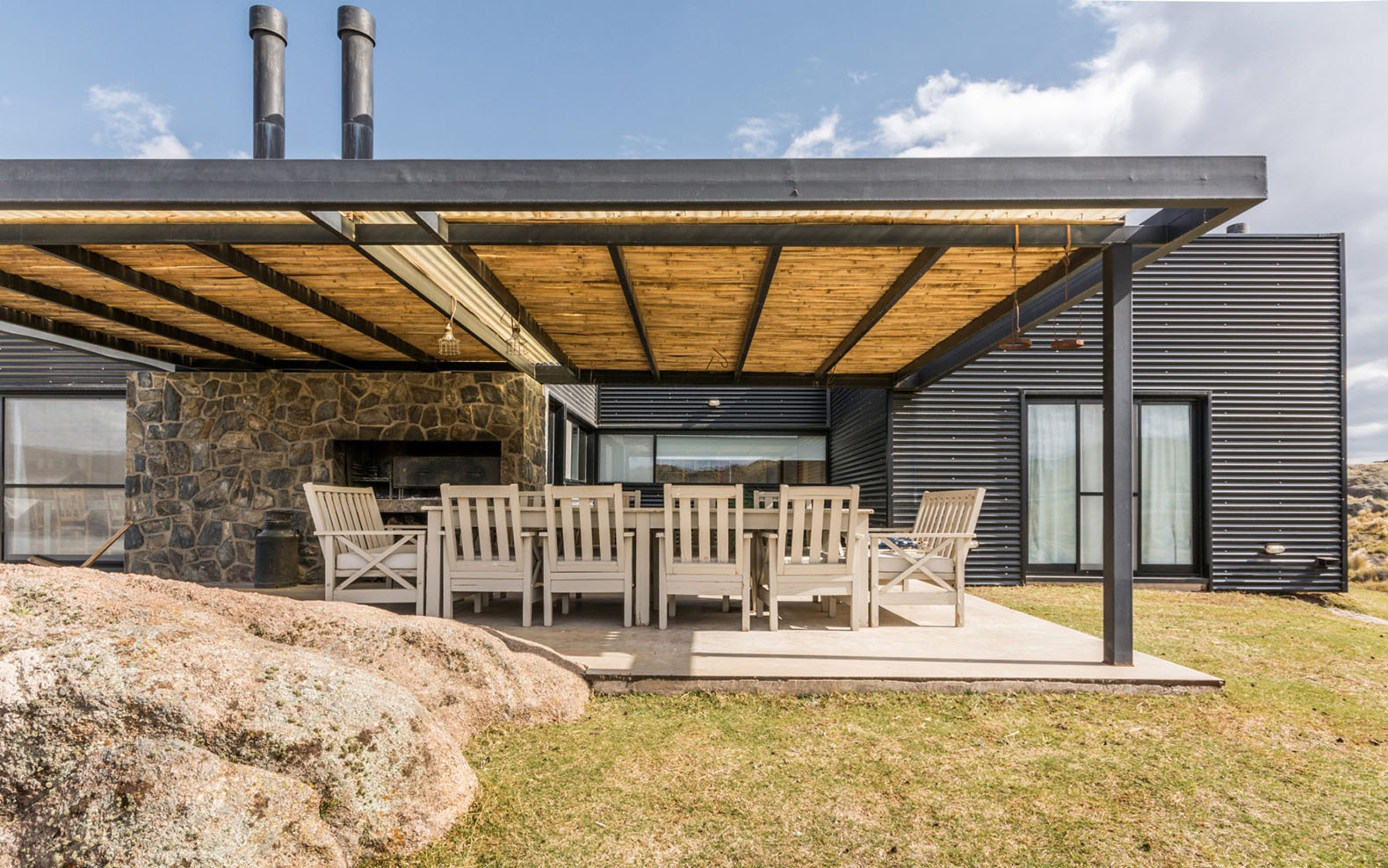 Building Off Grid Homes - Off the grid home the pampa house mariana palacios argentina