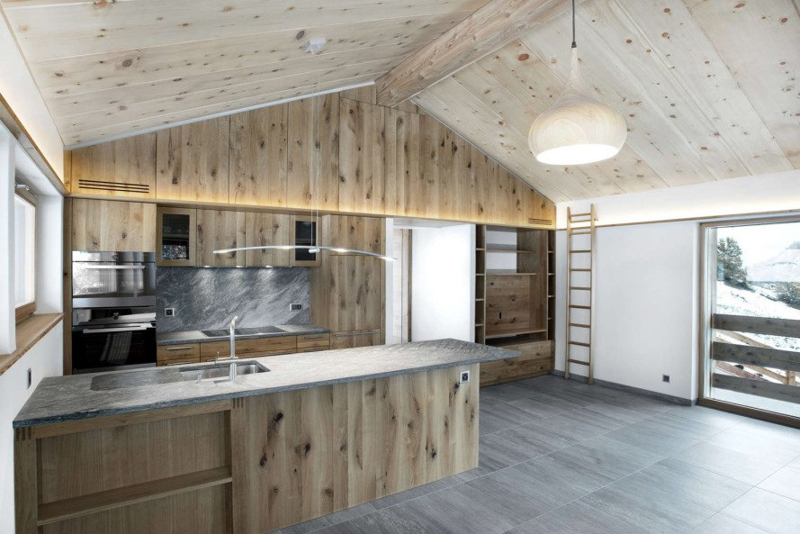 Larch barn, barn renovation, Alp'Architecture sàrl, green renovation, timber architecture, Minergie certification, energy efficiency, solar panels, Switzerland, low energy consumption, energy-efficient home