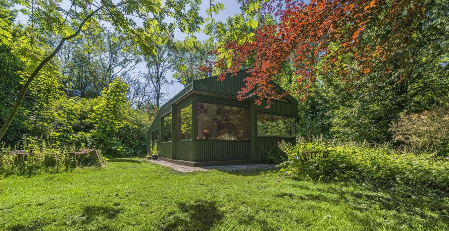 Thoreau's cabin, the Netherlands, CC-Studio, tiny cabin, cottage, aluminium, sliding doors, wooden panels, gardening, green architecture