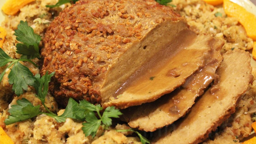 Seitan turkey, DIY Seitan Turkey, vegetarian turkey, vegan turkey, Vegetarian Thanksgiving, Tofurky, Field Roast Grain Meat, Quorn, Gardein, Raw diet, Raw Foods, we Like it raw, Magic Vegan Loaf Maker, Vegan Thanksgiving, green holidays, sustainable food, vegetarian holiday, vegetarian food, vegan food, raw food thanksgiving