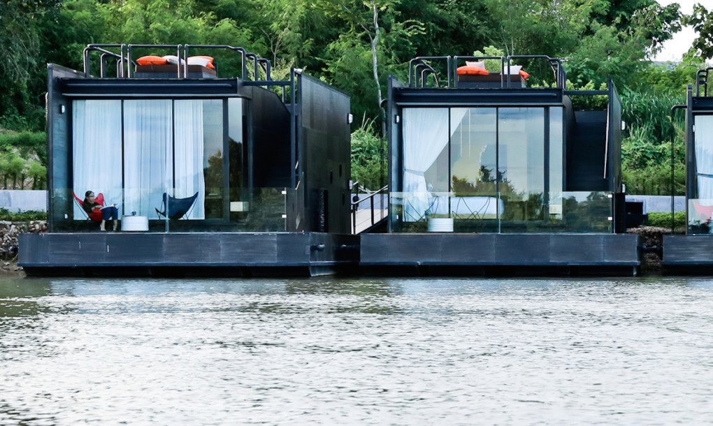Floating prefab homes overlook gorgeous river views in thailand inhabitat green design - Floating prefabricated home ...