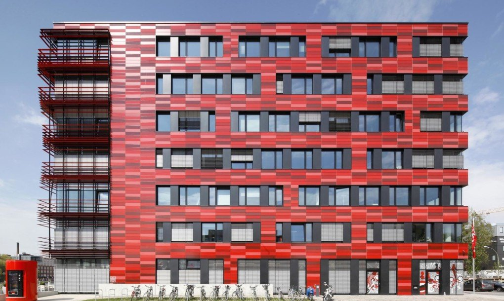 coca cola s bright red berlin hq is actually pretty green thanks to energy saving design by nps. Black Bedroom Furniture Sets. Home Design Ideas