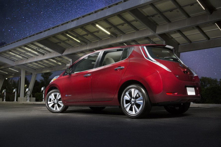 nissan, nissan leaf, nissan electric vehicle, range extender, electric vehicle, electric motor, green car, green transportation, lithium-ion batt