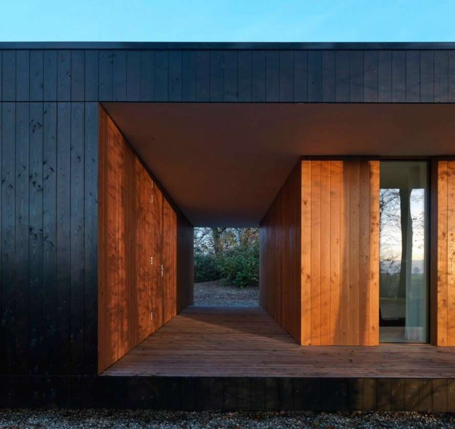 DP6 Architectuurstudio Glass and Timber House