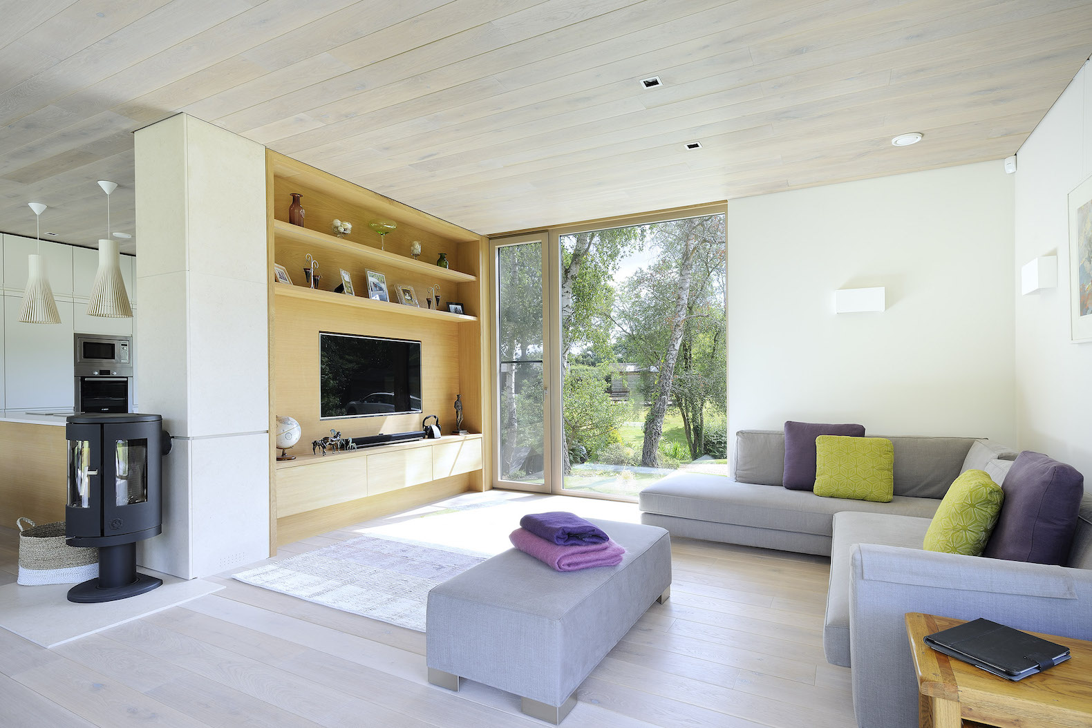 Gorgeous solar powered prefab can be picked up and moved for Pad studio forest lodge