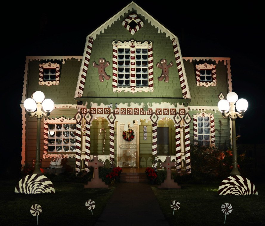 christine mcconnell, gingerbread house, christmas decorations, decorated home, gingerbread decorations, holiday decorations, holiday home decor