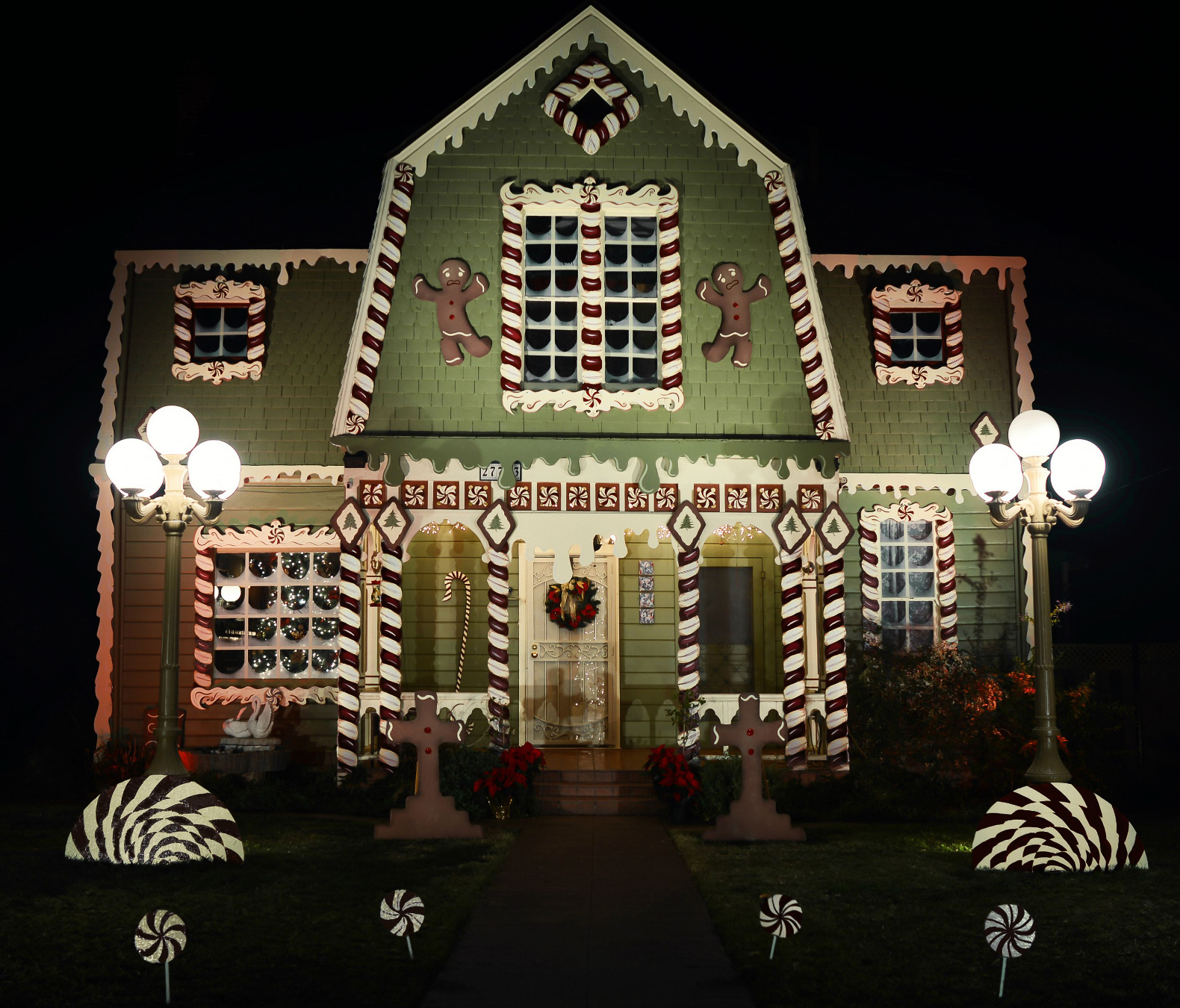 Artist Transforms Parents Home Into A Gingerbread House For
