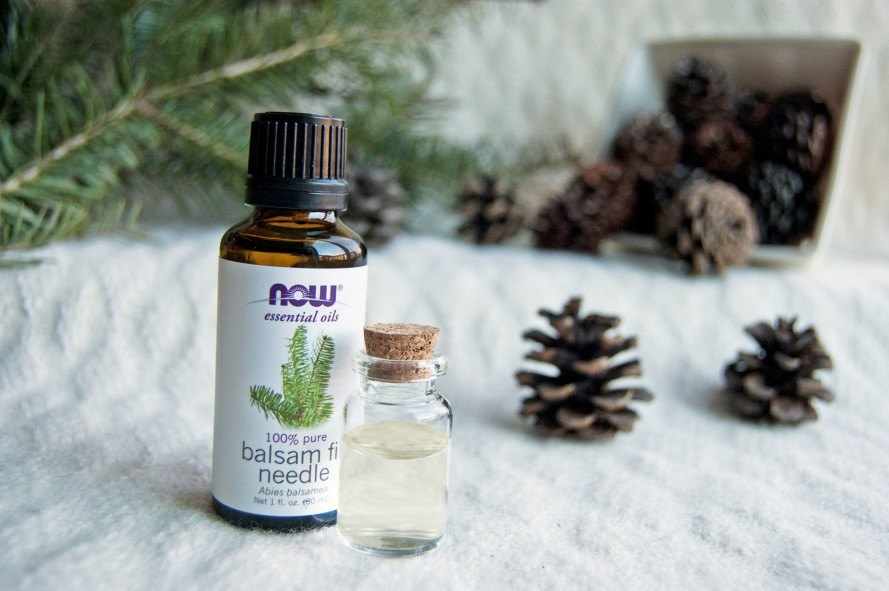 Perfume made from essential oils, DIY perfume, DIY natural perfume, how to make essential oil perfume, DIY holiday gifts, DIY last minute gifts, nature-themed gifts, DIY nature frame, how to make a nature frame, eco-gifts, green gifts, green holiday gifts