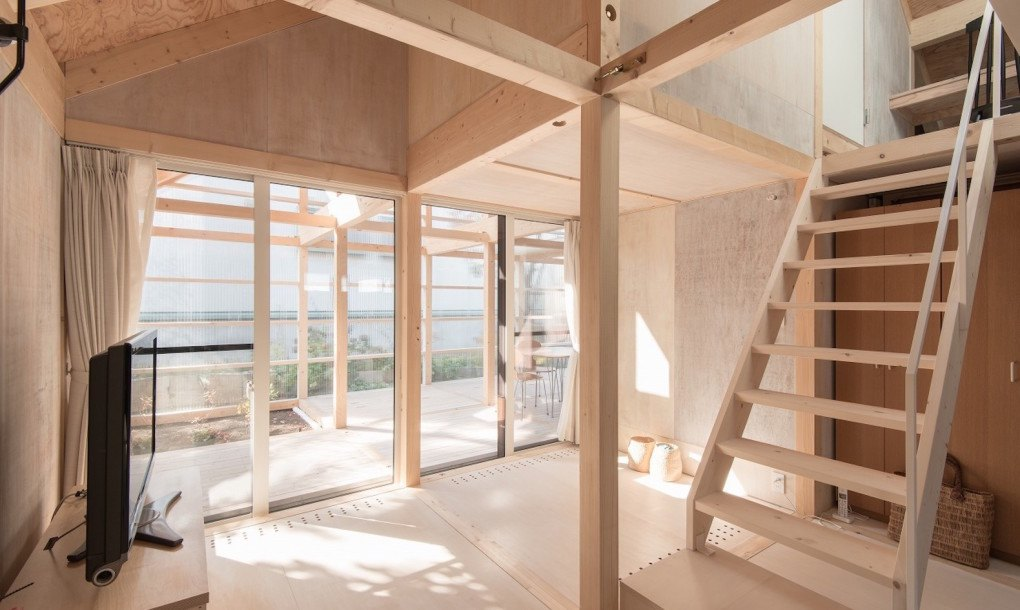 Greenhouse Like Extension Keeps This Minimalist Timber