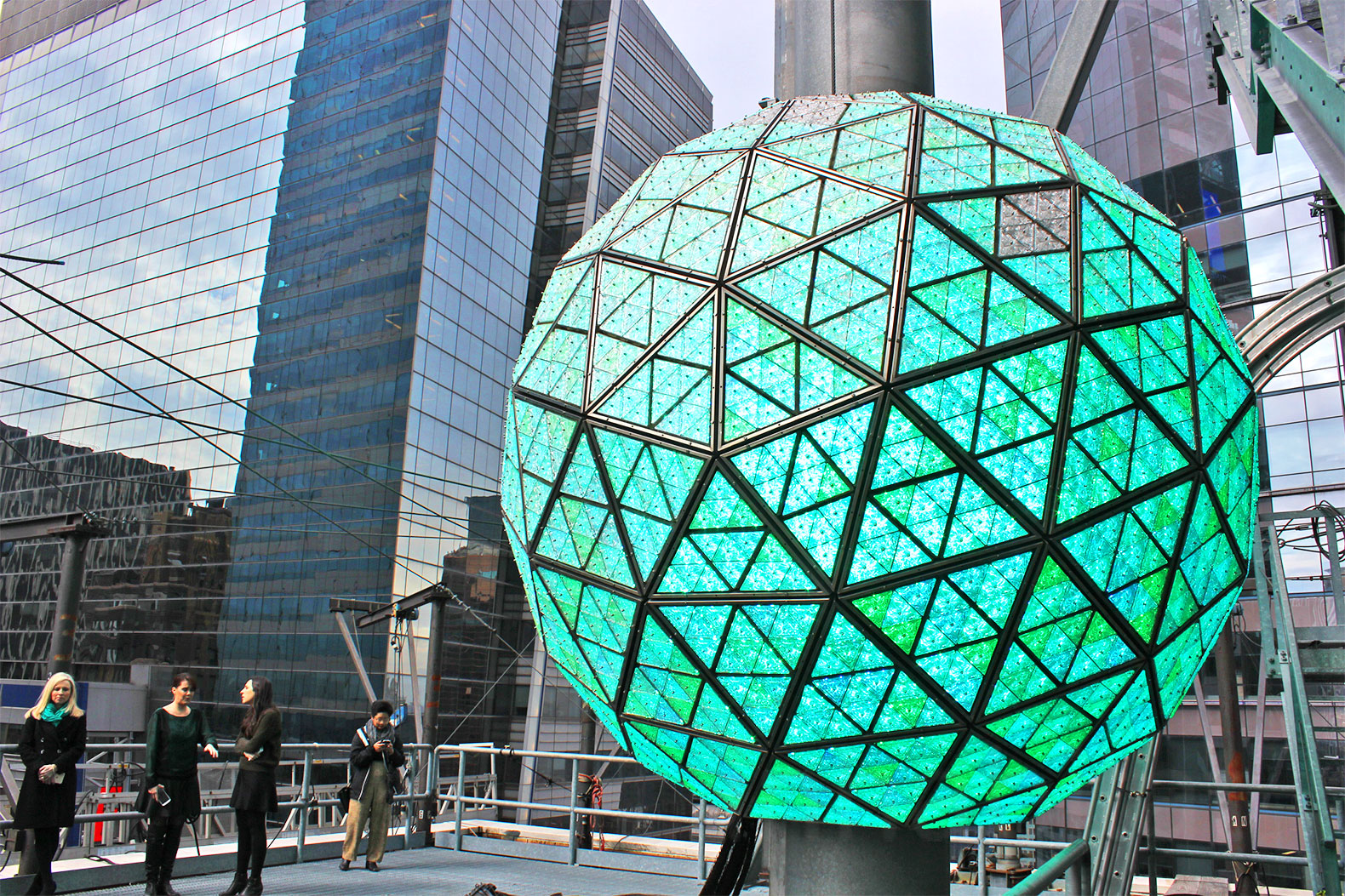 Times Square New Year's Eve Ball Will Dazzle with 32,000 ...