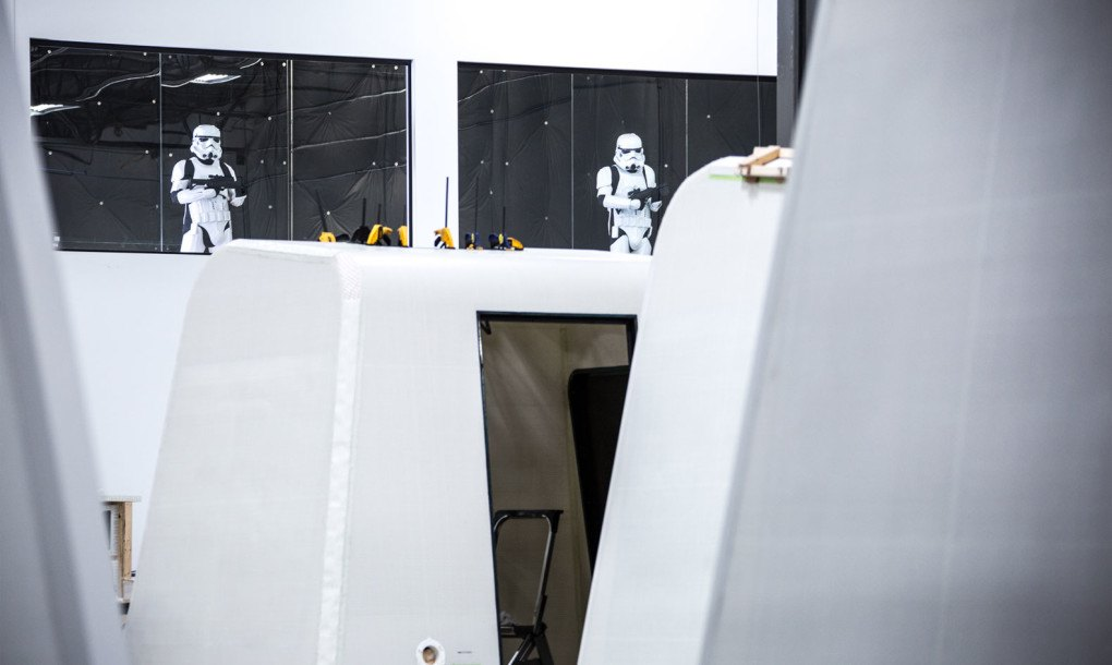 Exo Shelter Me : Stormtroopers raid reaction inc headquarters for prefab