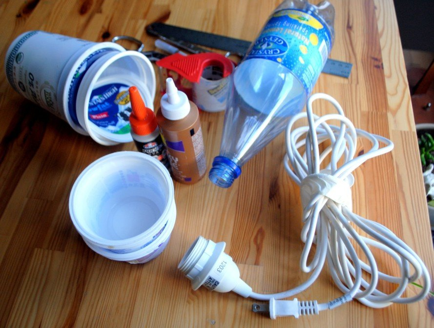 DIY, how-to, craft, plastic, recycled materials, plastic bottle, yogurt container, lamp, chandelier, light, eco