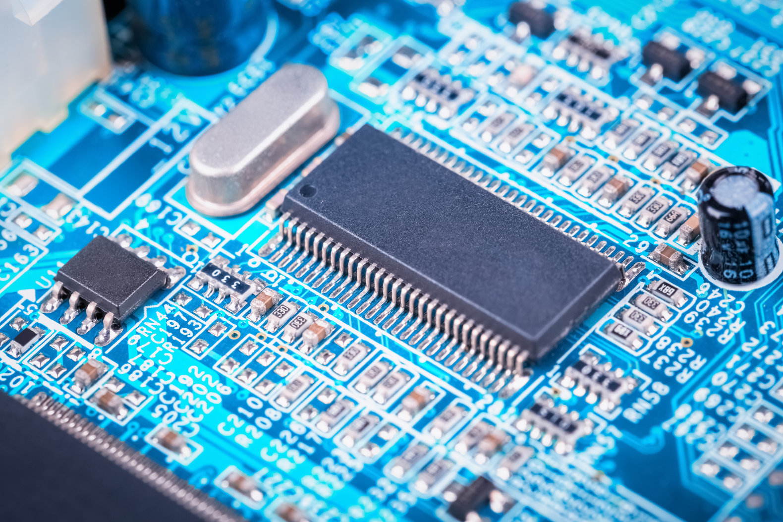 Columbia scientists create first-ever computer chip integrated with biology on a molecular level