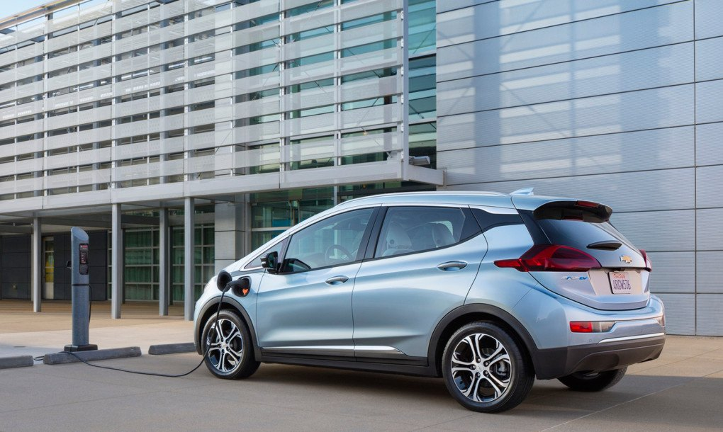 Chevy Debuts Groundbreaking Affordable 200 Mile Range Bolt