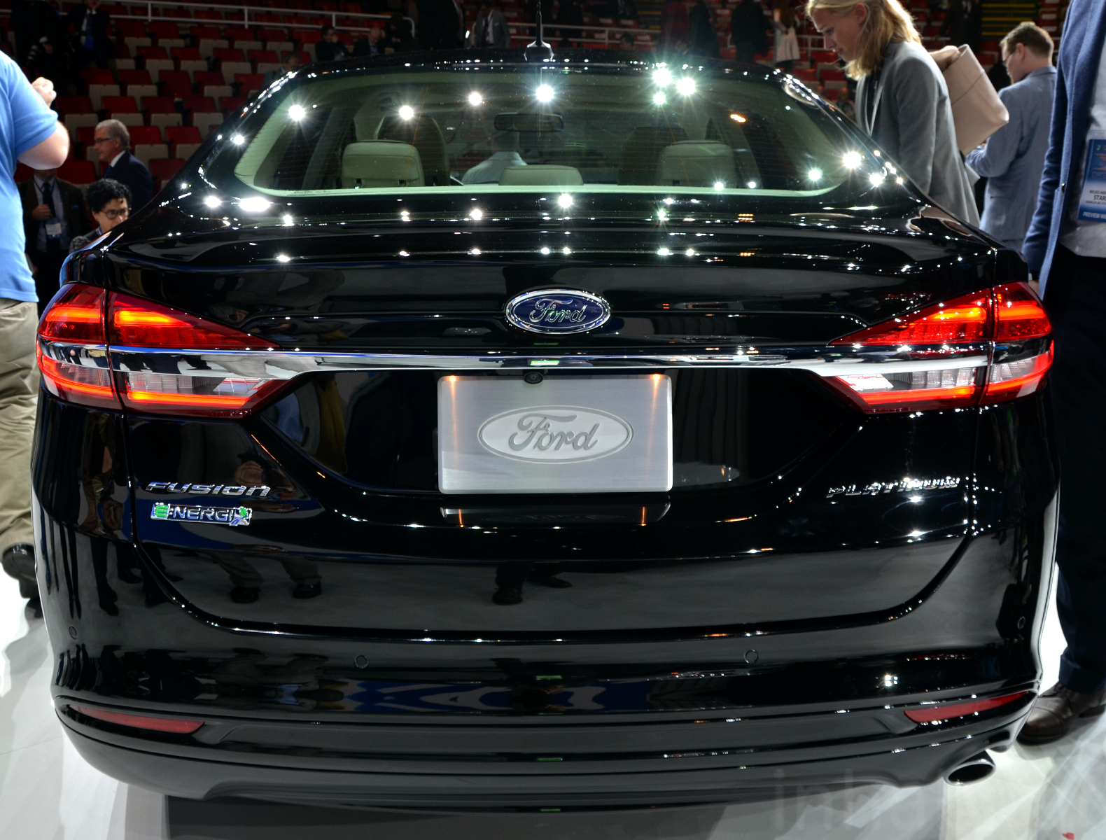 the new 2017 ford fusion energi plug in hybrid is sharper sportier and packed with tech 2017. Black Bedroom Furniture Sets. Home Design Ideas