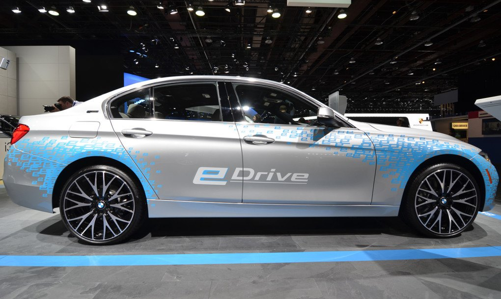 2016 bmw 330e plug in hybrid can travel up to 22 miles in ev mode inhabitat green design. Black Bedroom Furniture Sets. Home Design Ideas