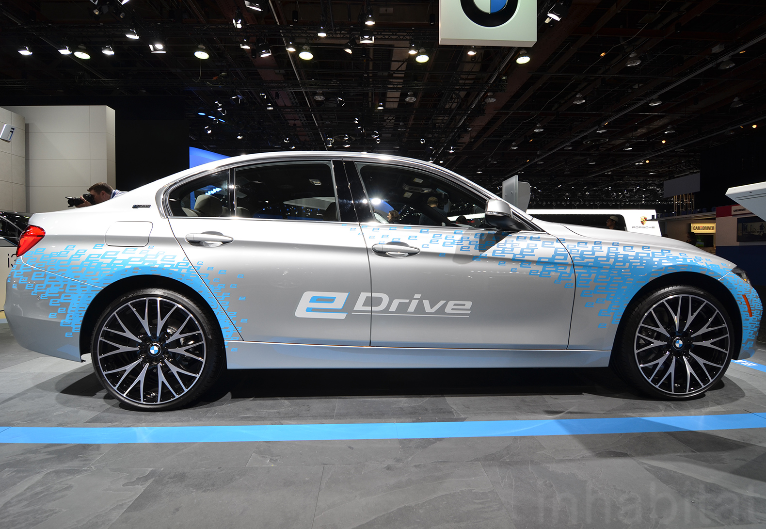 2016 Bmw 330e Plug In Hybrid Can Travel Up To 22 Miles Ev Mode