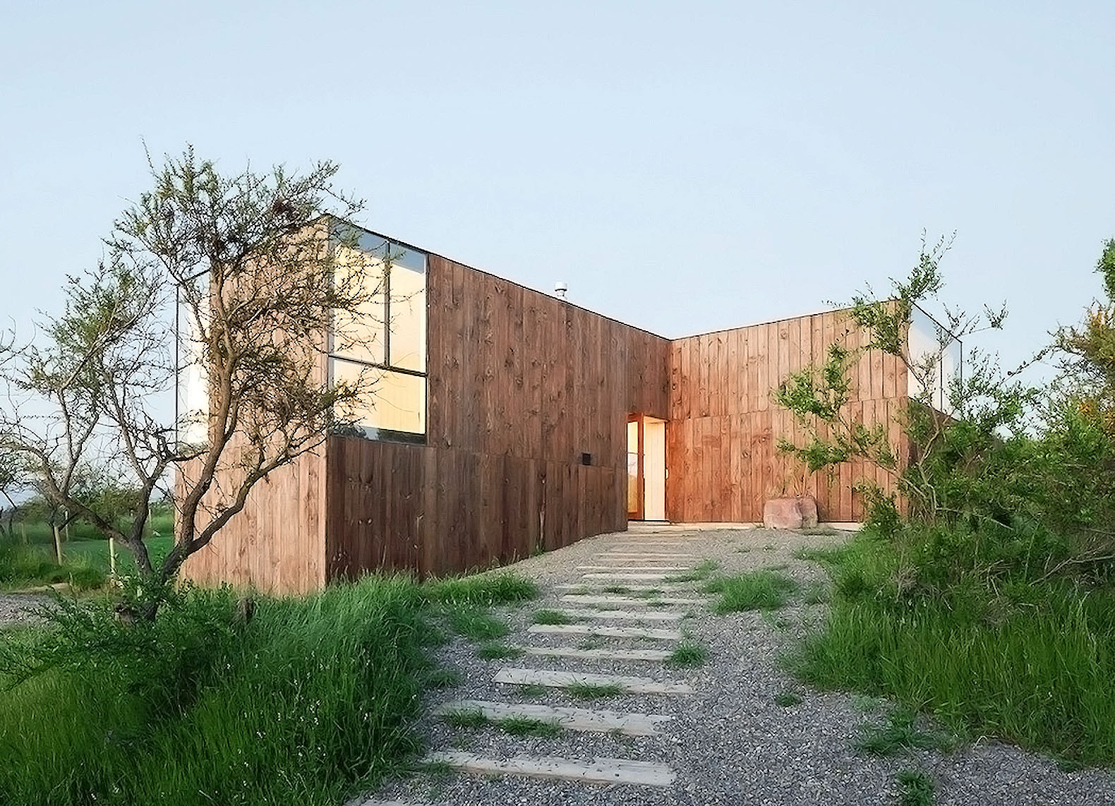 Wood Minimalist House ~ Minimalist timber cml house in chile features a unique