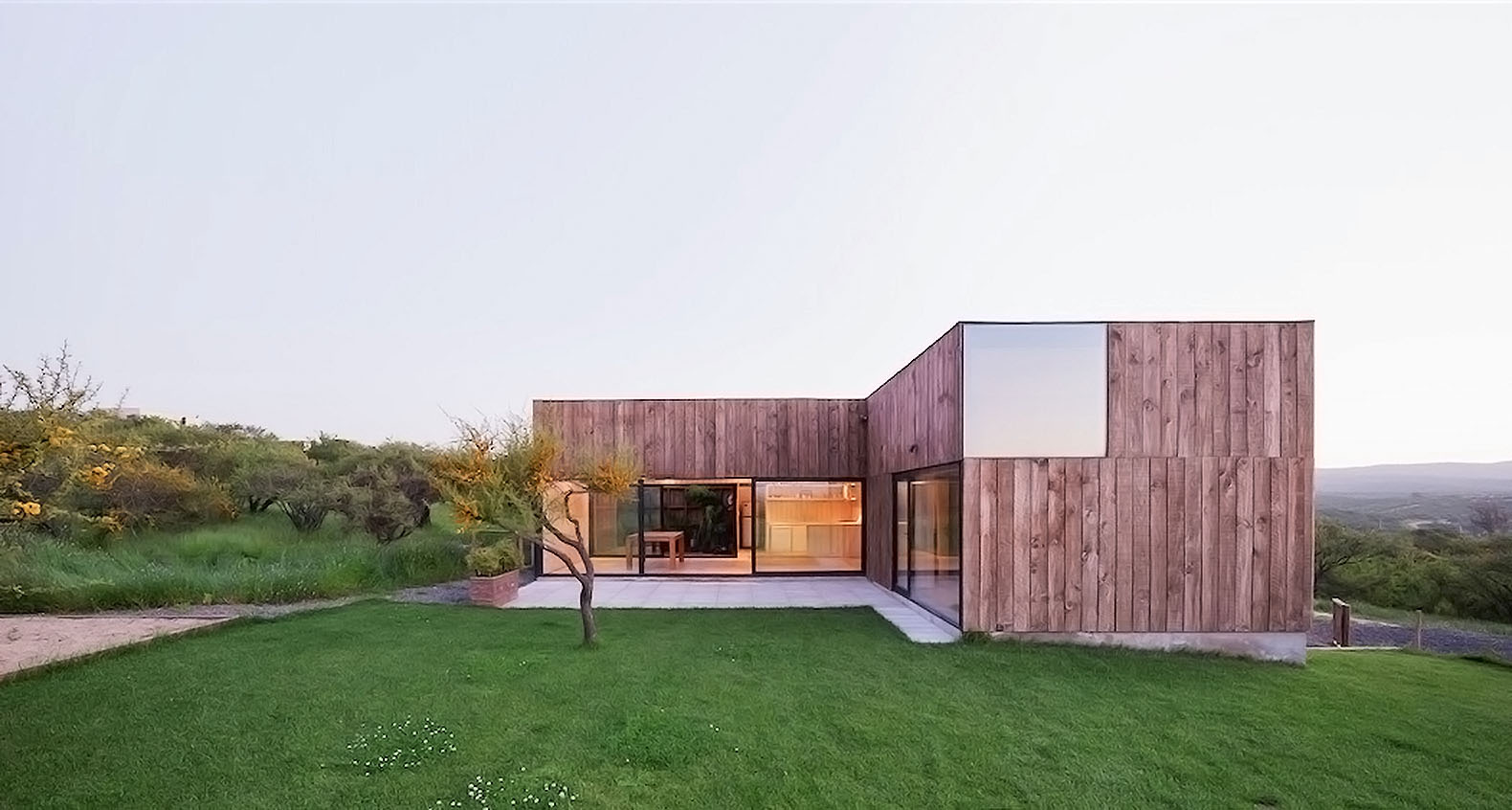 Minimalist timber cml house in chile features a unique for Unique minimalist house