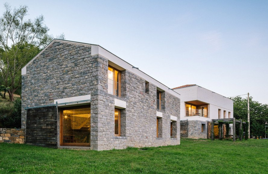 PYO Arquitectos, Casa Tmolo, Casa Tmolo by PYO Arquitectos, renovation, farmhouse turned home, farmhouse renovation, stable renovation, Asturias architecture, locally sourced stone, stable doors,