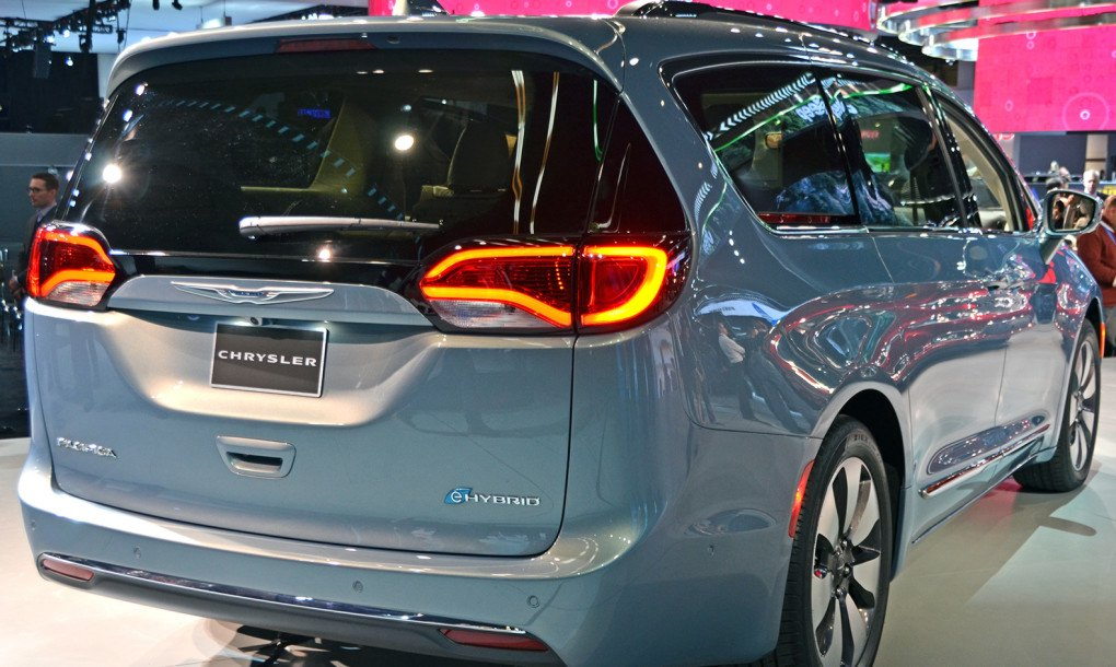 2017 chrysler pacifica hybrid electrifies the minivan segment for the first time inhabitat. Black Bedroom Furniture Sets. Home Design Ideas