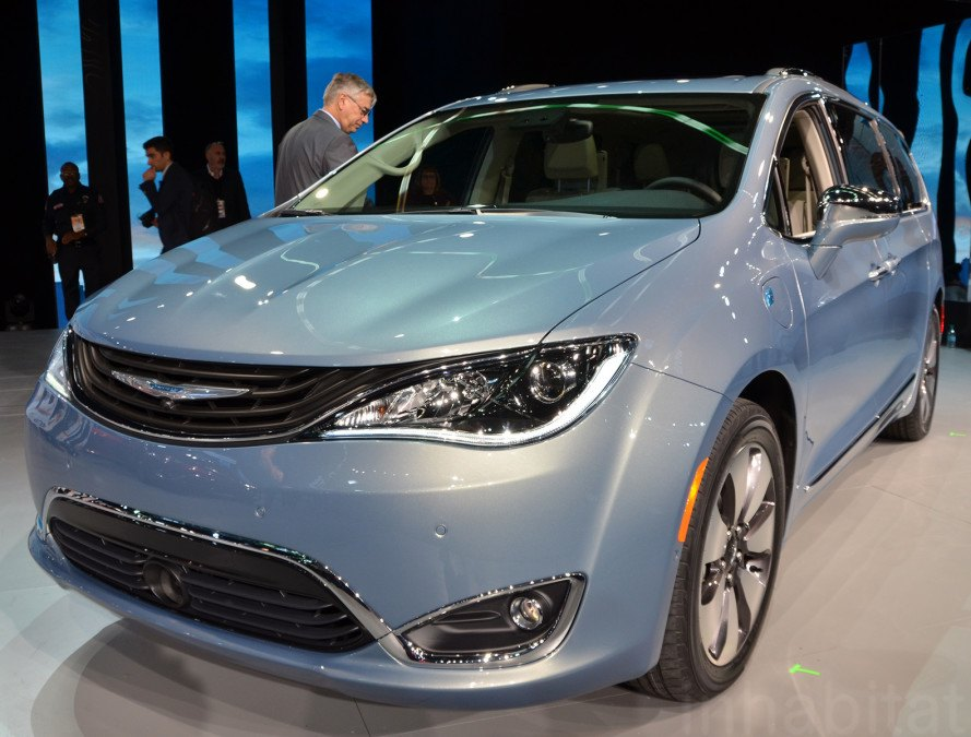 Chrysler Pacifica, Chrysler, 2016 Detroit Auto Show, NAIAS 2016, Detroit Auto Show, NAIAS, electric vehicles, green cars, green transportation, sustainable transportation, plug-in hybrid, hybrid car, hybrid-electric vehicle, hybrids