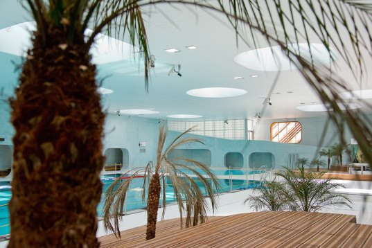 groovy green roofed swimming pool in paris embraces feng shui feng shui swimming pool by mikou. Black Bedroom Furniture Sets. Home Design Ideas