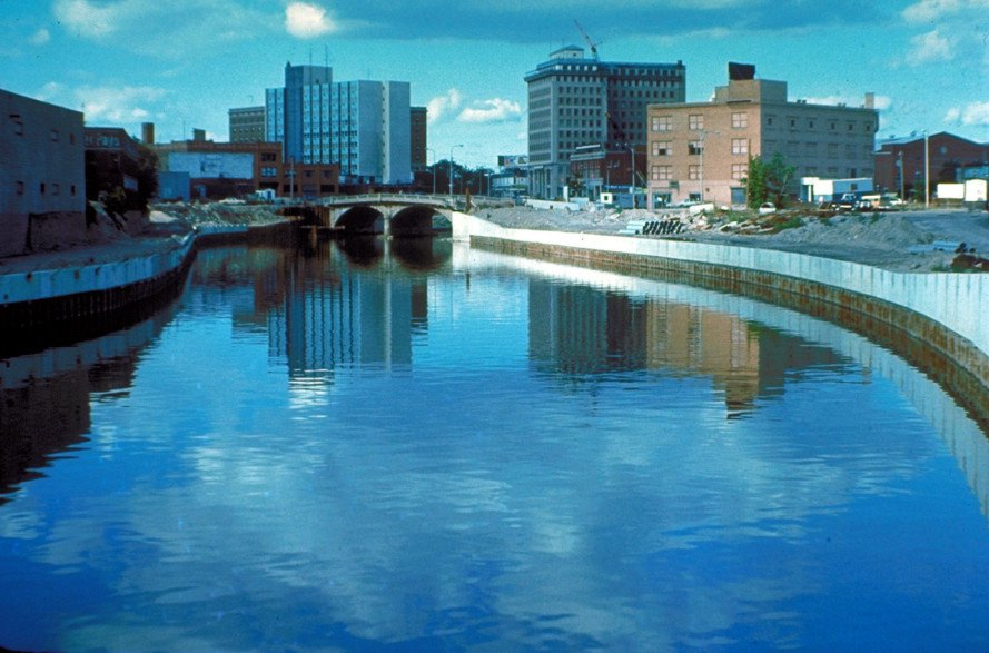 Flint river, flint michigan water, lead poisoning in water, lead in flint michigan water, state of emergency, water crisis