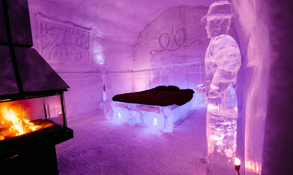 quebec 39 s h tel de glace unveils 2016 design made of 500 tons of ice and 30 000 tons of snow. Black Bedroom Furniture Sets. Home Design Ideas