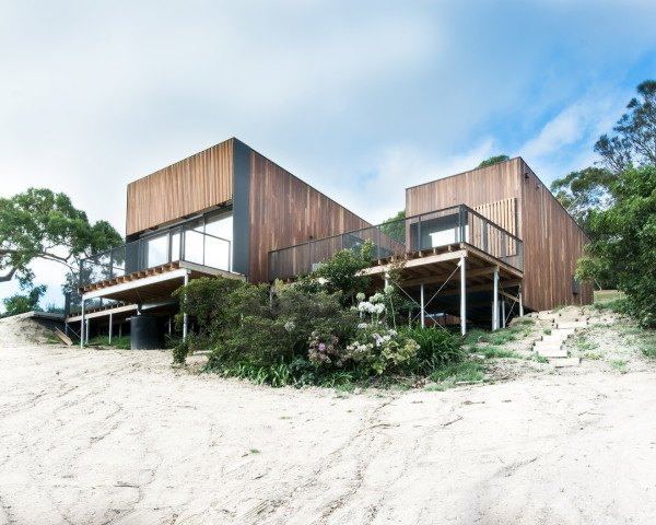 ola studio, willow beach house, beach house, australian architecture, australian beach house, solar panels, rainwater collection, eco-friendly beach house, green house, oceanfront home