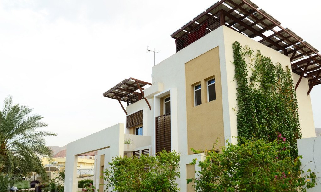 Greennest 100 solar powered super villa makes arab for Sustainable home plans