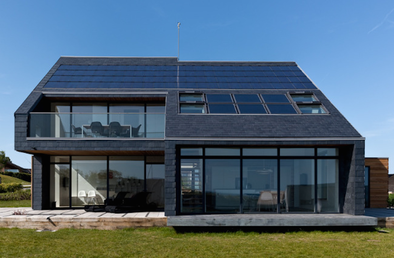8 homes that generate more energy than they consume for Solar powered home designs