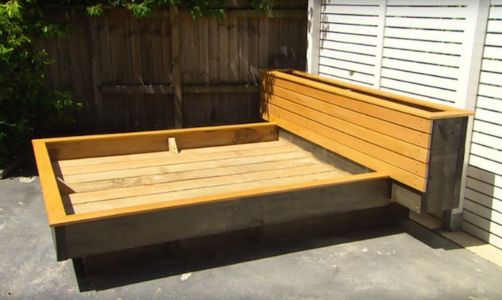 Diy garden guru makes outdoor grass daybed out of wood for How to make a pallet daybed