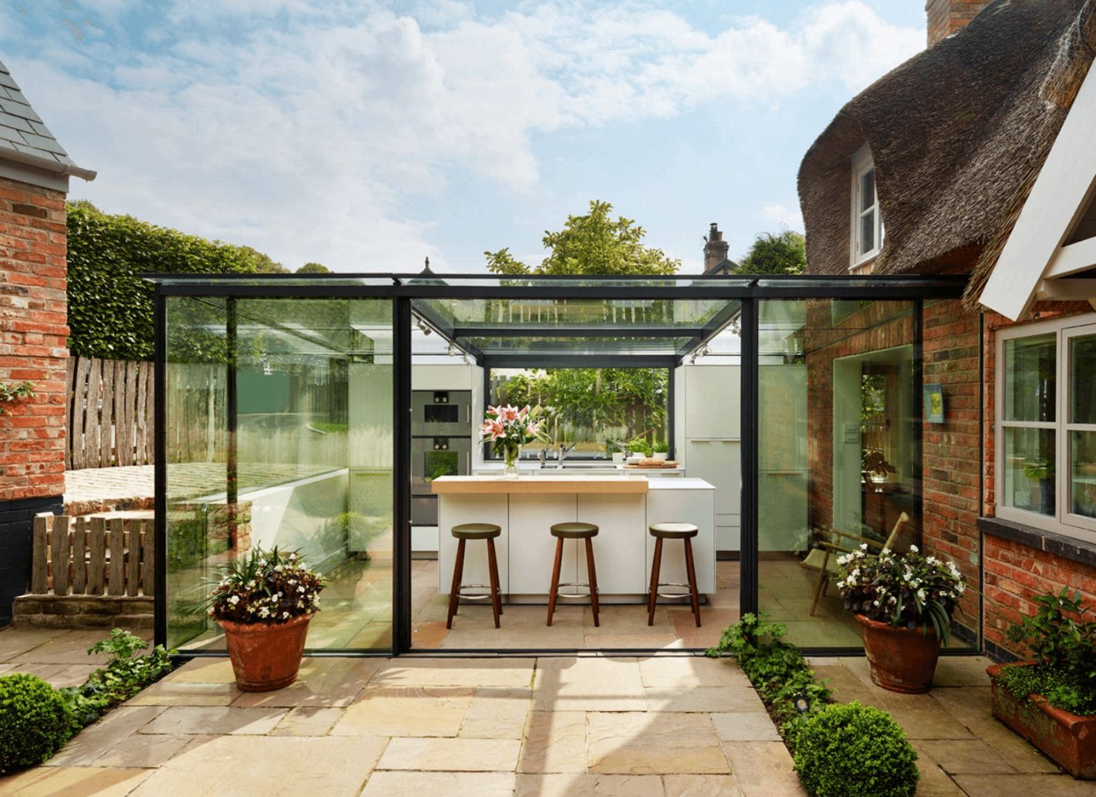 18th-century English cottage renovated with breathtaking glass-enclosed kitchen extension