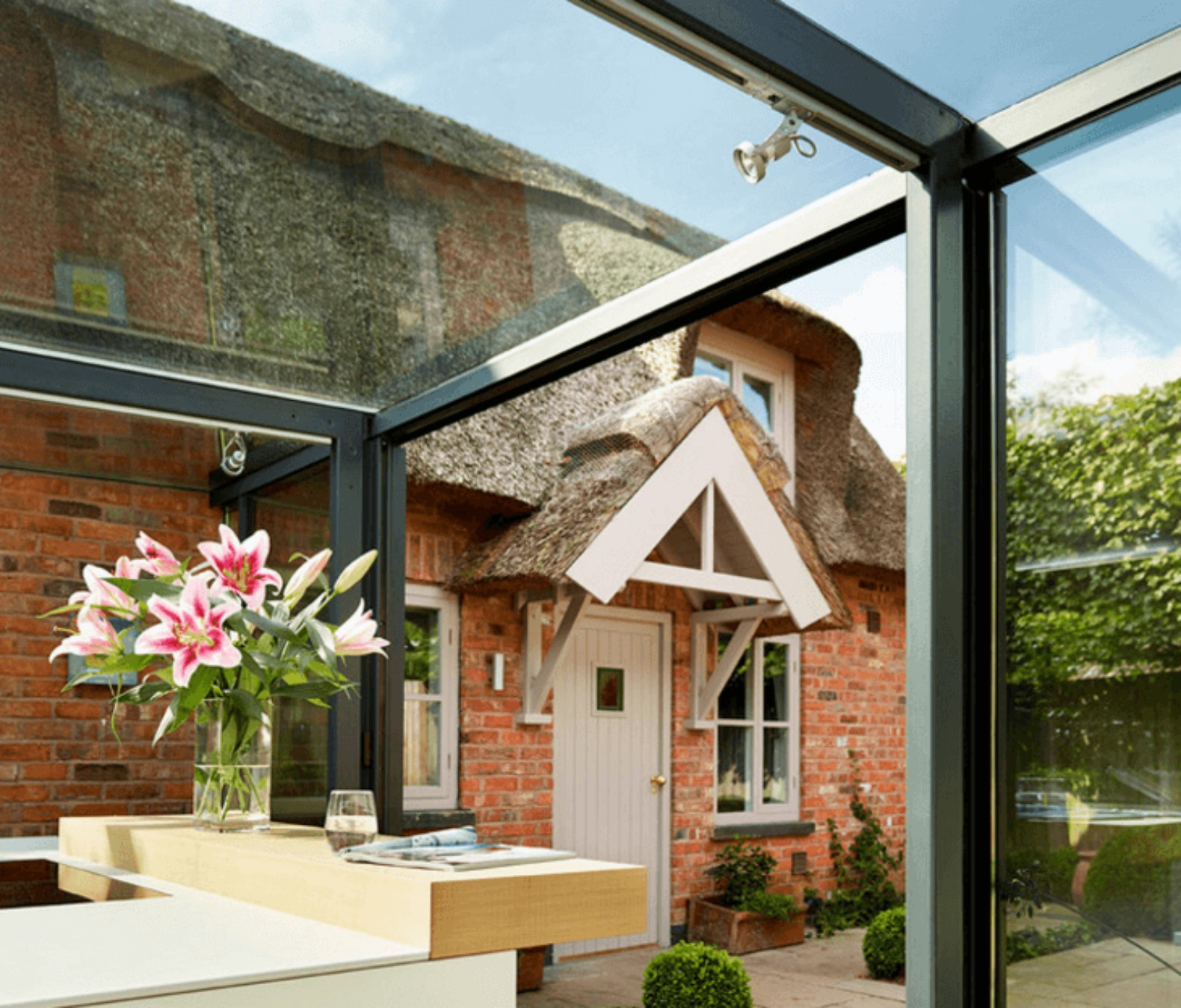18th century english cottage renovated with breathtaking glass