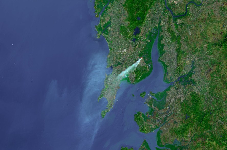 mumbai, india, trash fire, air pollution, landfill, smog, air quality, visible from space, trash, garbage