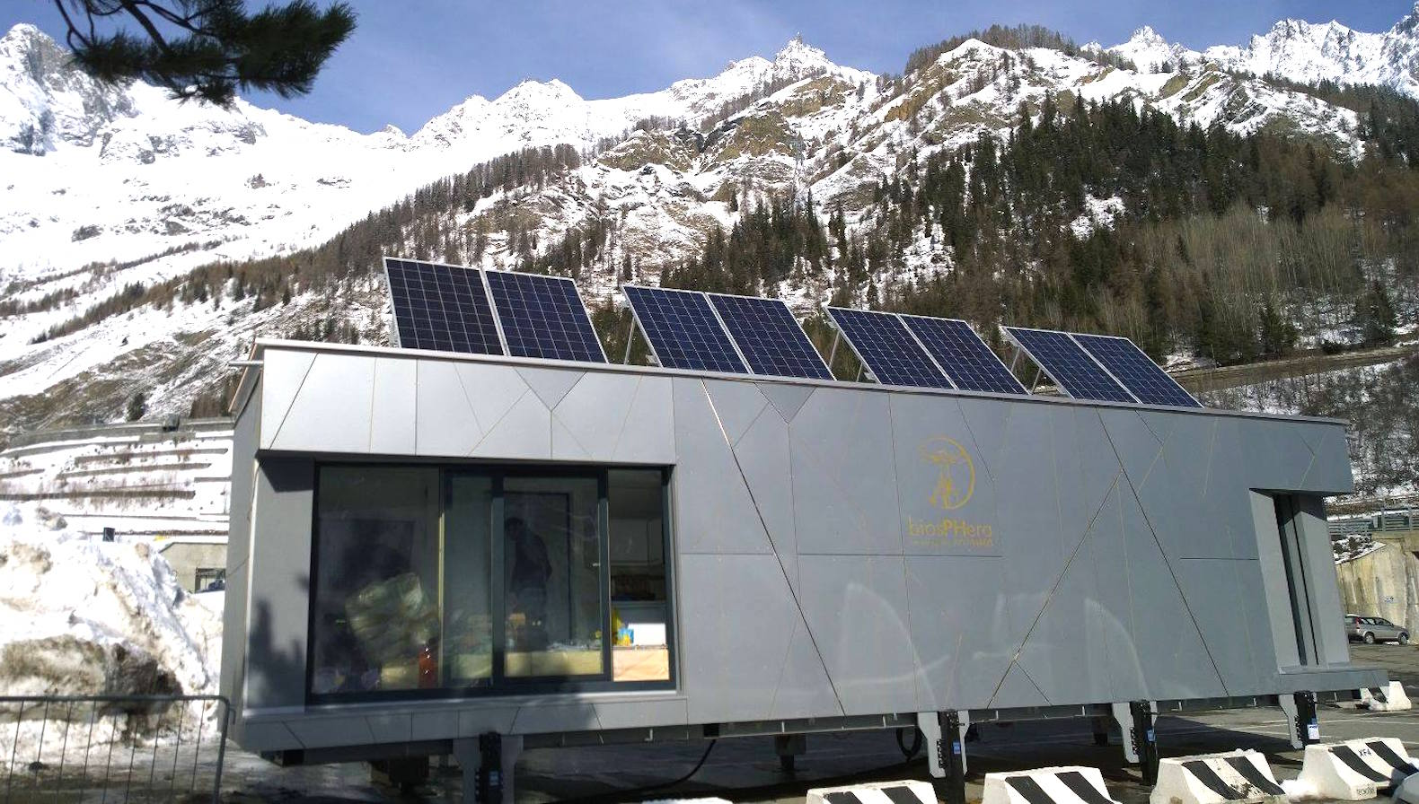 Zero-energy Biosphera 2.0 prefab gives you the freedom to live almost anywhere