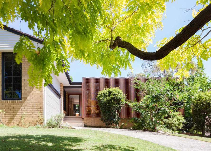 Bijl Architecture, Sydney modern homes, modern architecture, wood slat screen, wood screen, slatted wood facade, wood facade, light control, green remodel, home remodeling, mid-century remodel, Escu House