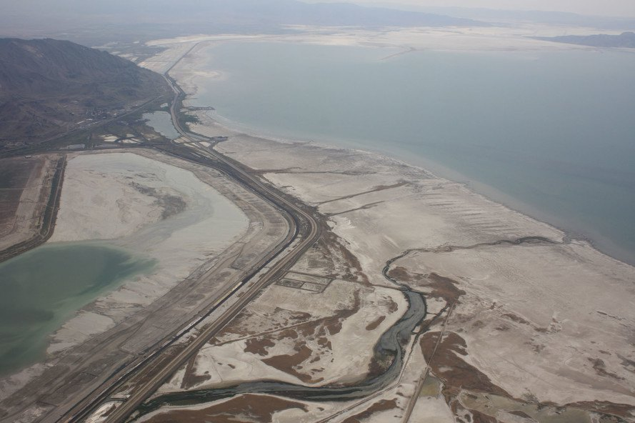 Great Salt Lake, Utah, salt lakes, lake, lake shrinking, conservation, environment, Interstate 80, dry lake